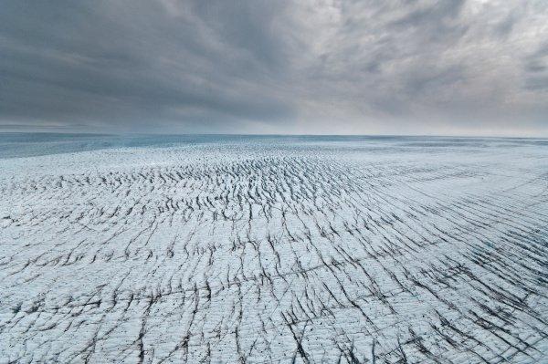 (Greenland's vast Jakobshavn Isbrae Glacier rushes toward the sea at 10 miles per year. Image source: The University of Washington)