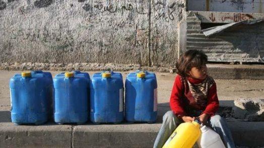 girl-gaza-water