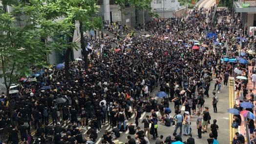 Protest Outside a Hong Kong Police HQ | Iris Tong - VOA.