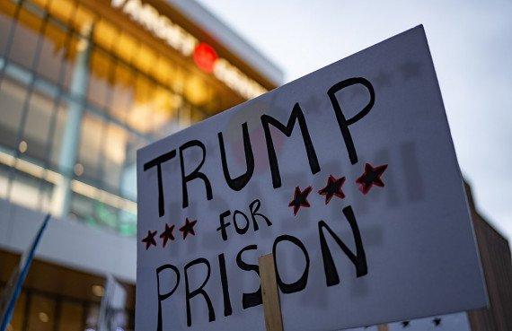 Trump for Prison Sign